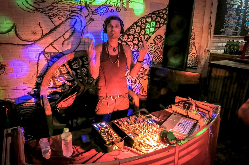 dj kara maehl half moon party phangan