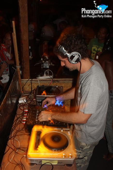 DJ Rob Gritton at Loi Lay party Koh Phangan